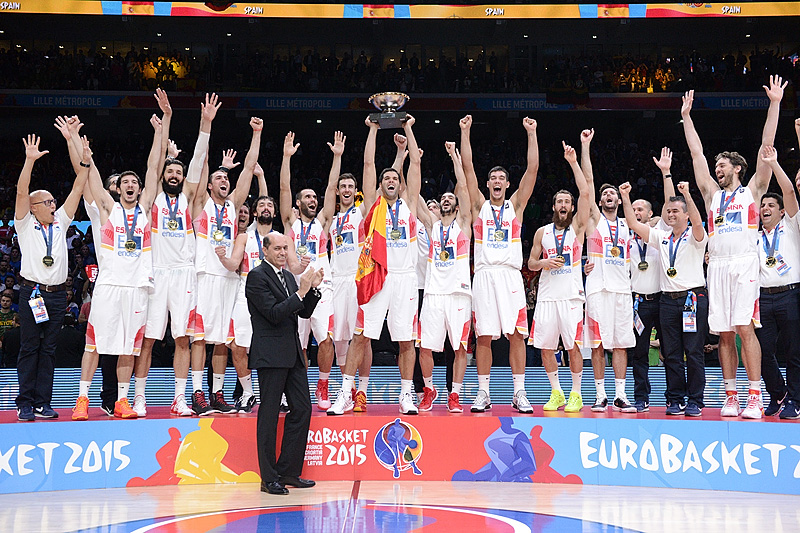 FIBA Europe President Turgay Demirel Presents the Nikolai Semashko Trophy to Spain - EuroBasket 2015 Champions